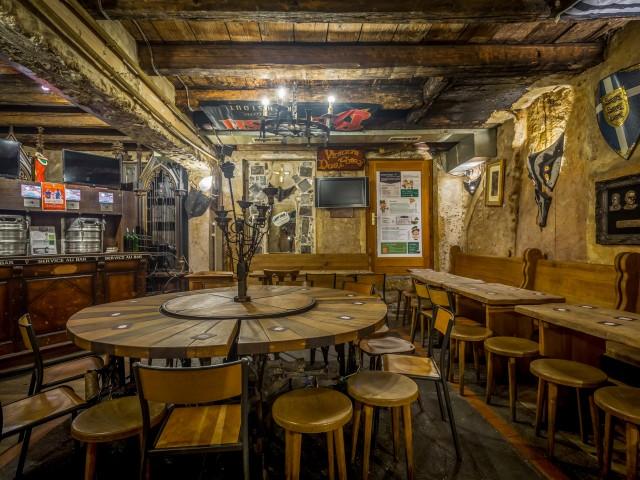 Vivian's Pub / Bar à bières